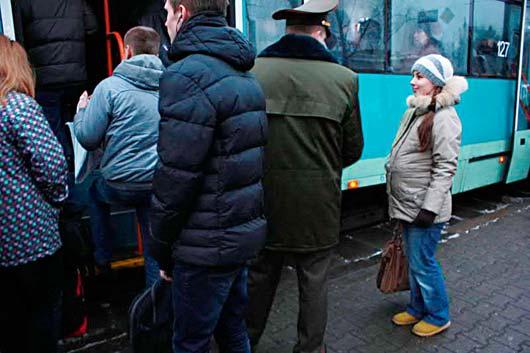 Картинки по запросу беременная женщина в транспорте